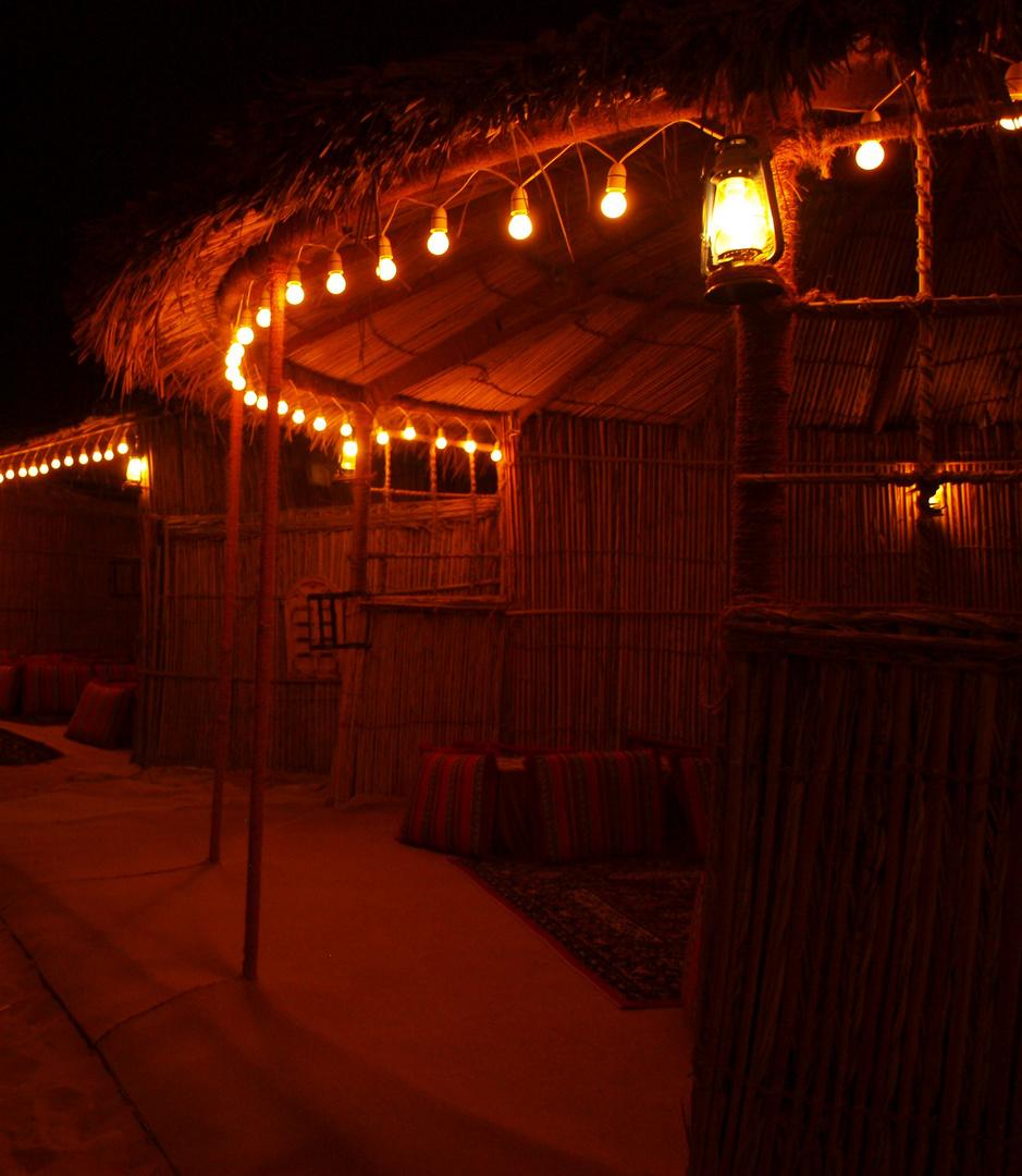 - Beduinen Camp in der Wüste Dubais -