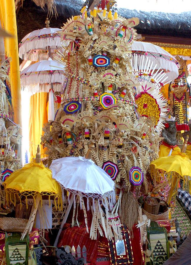 Beeindruckender Tempelschmuck auf Bali II