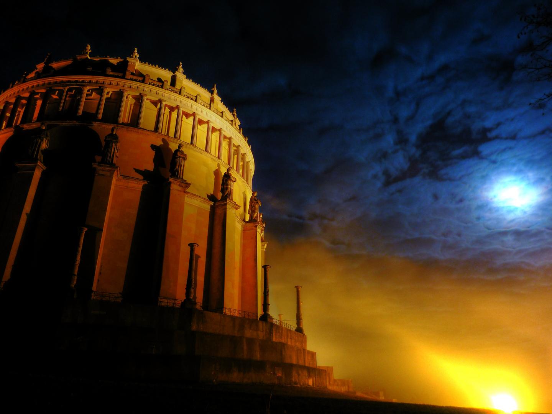 Befreiungshalle im Mondlicht