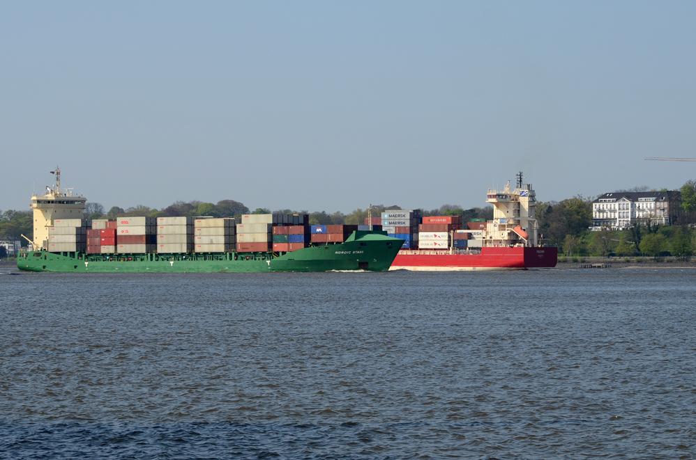Begegnung auf der Elbe