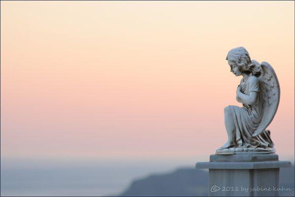 . . . begraben auf kreta [9] . . . one little angel between heaven and earth . . .