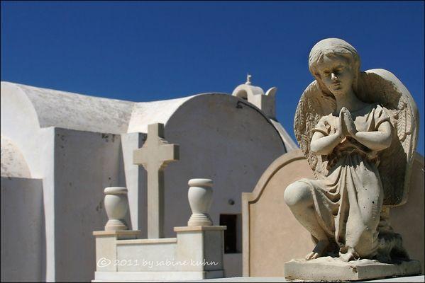 . . . begraben auf santorin [9] . . . der engel der gelassenheit . . .