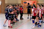 Begrüßung der Handballmädel vom TV. Neheim -  HSG Menden - Lendringsen