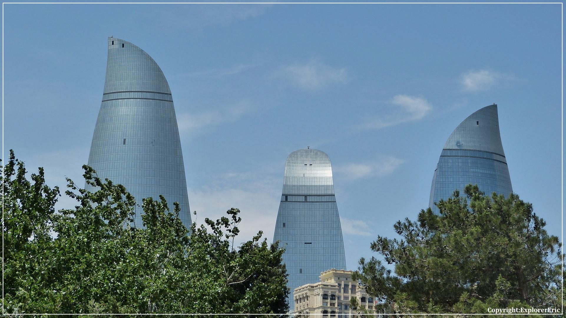 beherrschen das Stadtbild Bakus..................