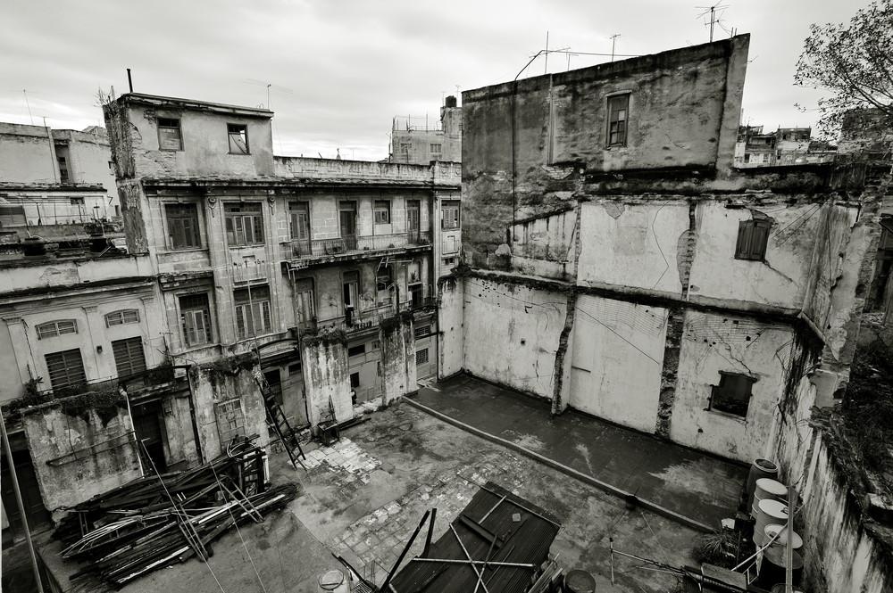 Behind the Walls 02