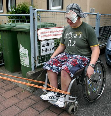 bei Behinderung erfolgt Anzeige