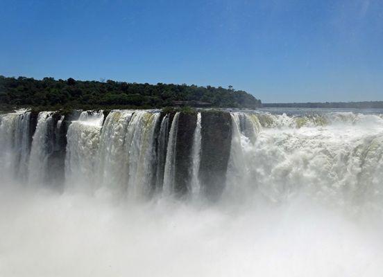Bei den Iguazu Wasserfällen in Südamerika