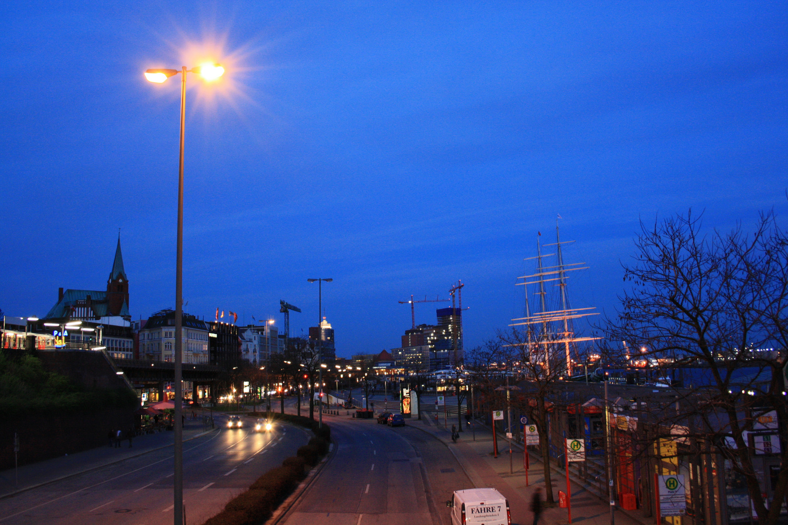 Bei den Landungsbrücken, Hamburg