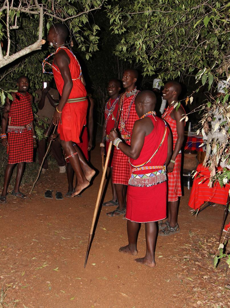 bei einem Kenyanischen Abend in unserem Camp ------