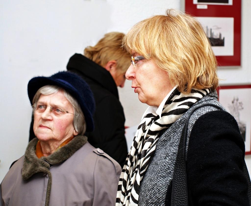 Bei einer Ausstellung 10