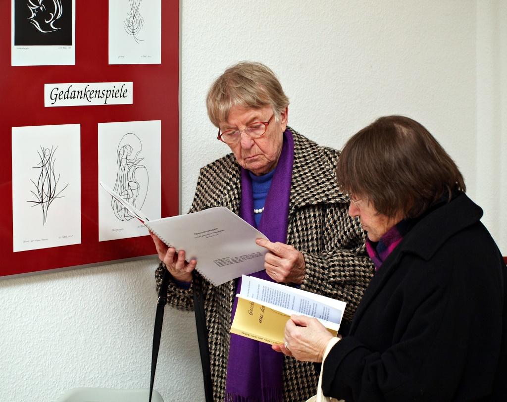 Bei einer Ausstellung 5