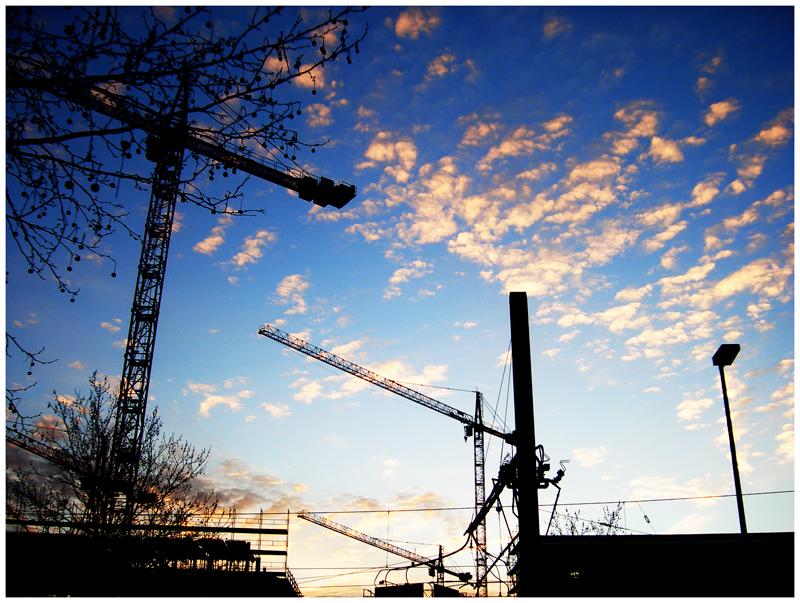 Bei Sonnenuntergang sind alle Baustellen schön.