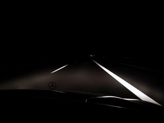 Beifahrer auf der Autobahn