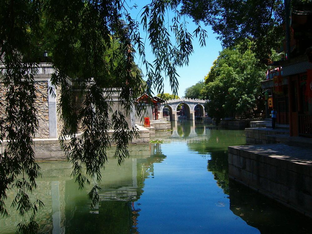 Beijing. Canal au palais d'été.