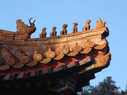 Beijing, Fabeltiere auf dem Dach vom Pavillon des Duftenden Buddhas