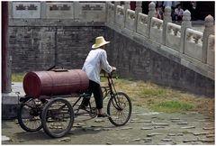 Beijing : la Cité interdite, le porteur d'eau.