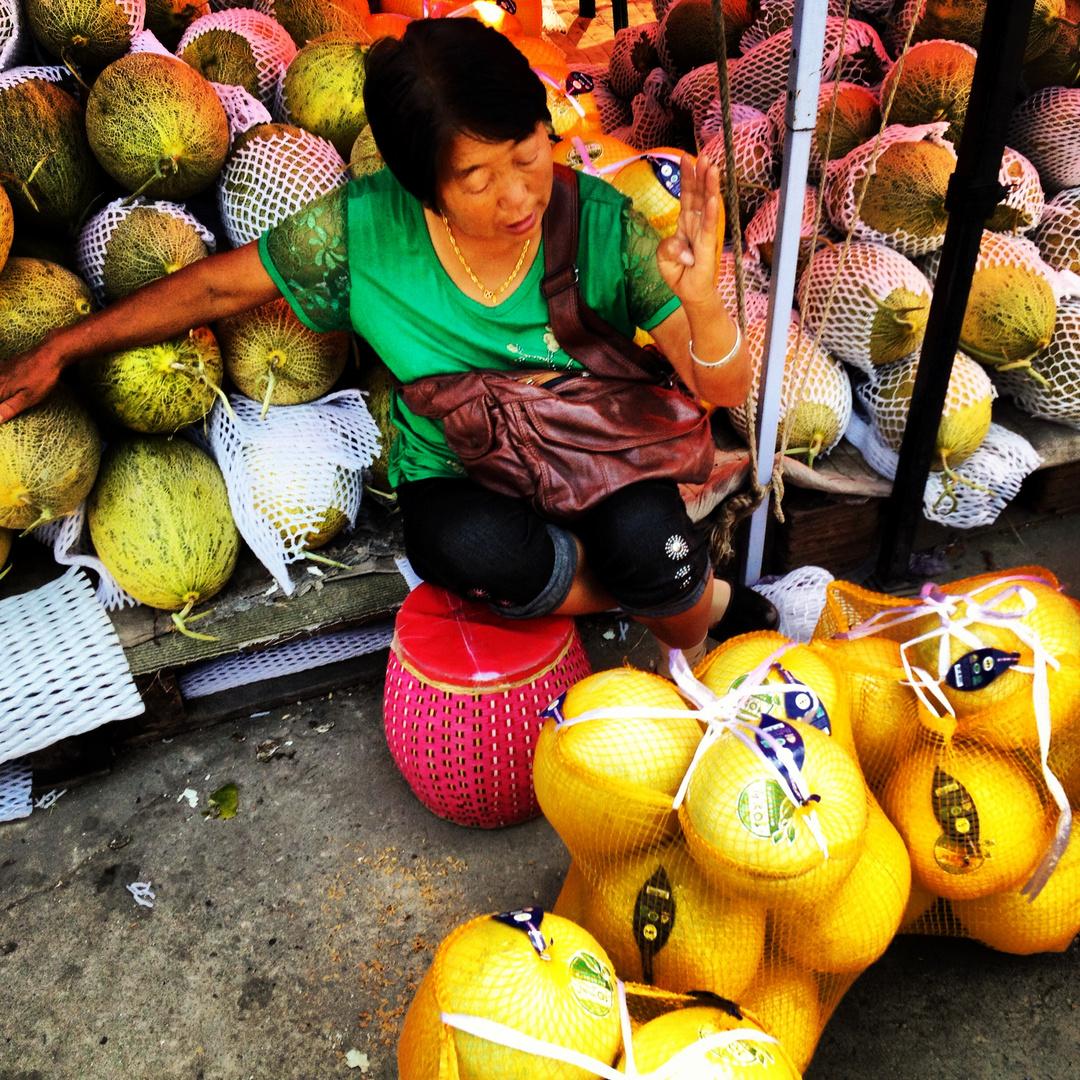 Beijing- Obstverkäuferin