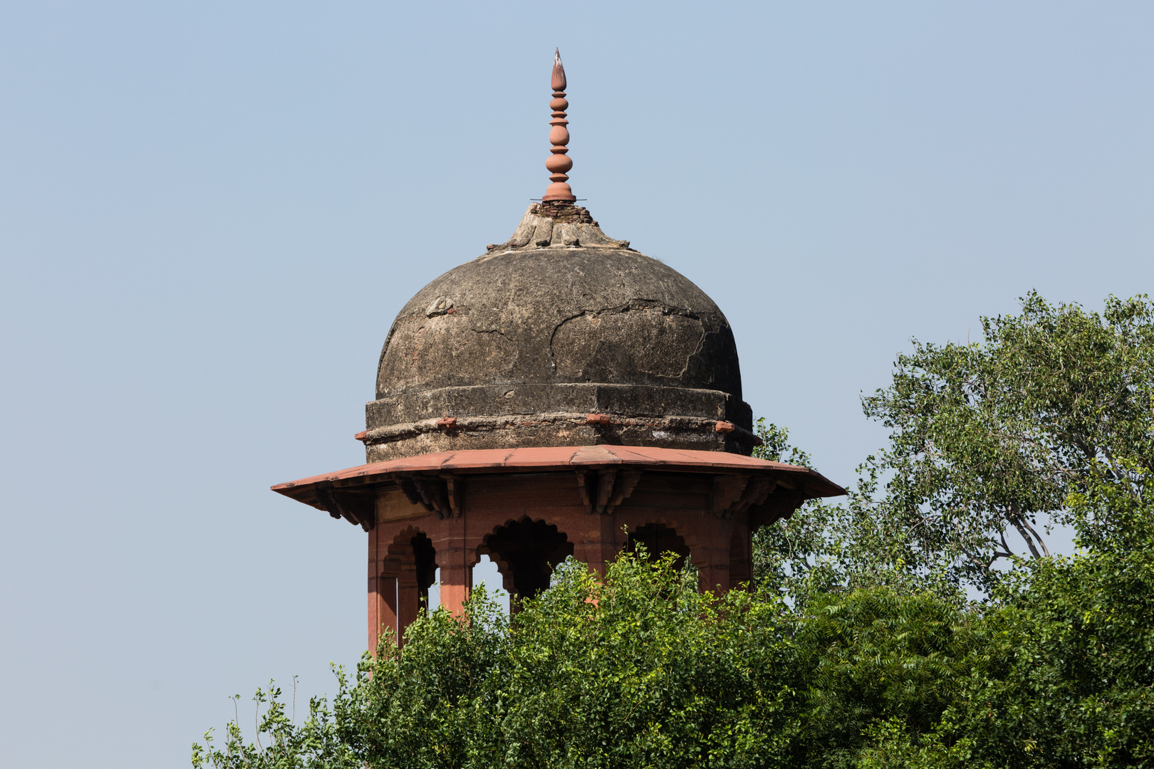 Beim Chini-ka-Rauza-Mausoleum in Agra