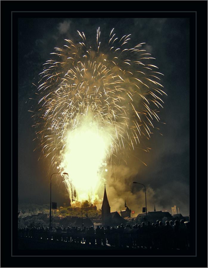 beim Schlussknall schien die Burg Stein zu explodieren...!