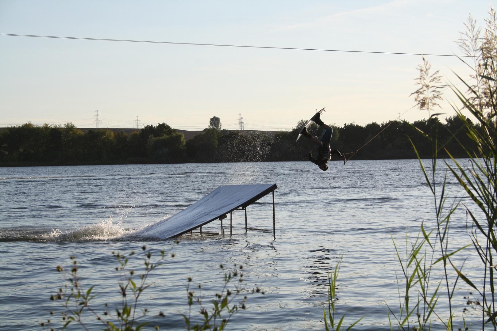 ..beim wakeboarden 2..