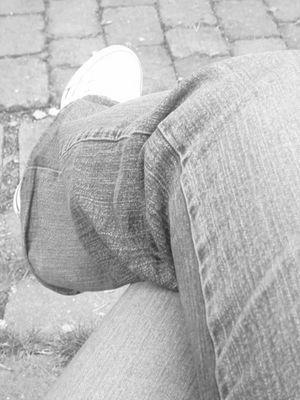 *beine übereinander*
