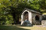 Beinhaus bei der romanischen Kirche San Bernado