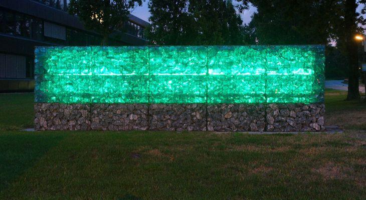 Beleuchtete Mauer