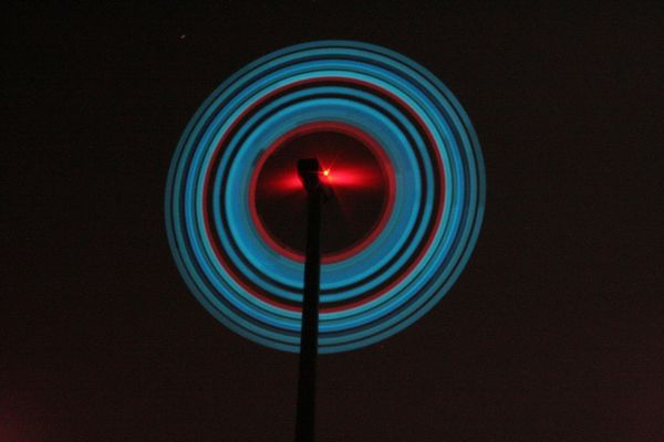 beleuchtetes Windrad