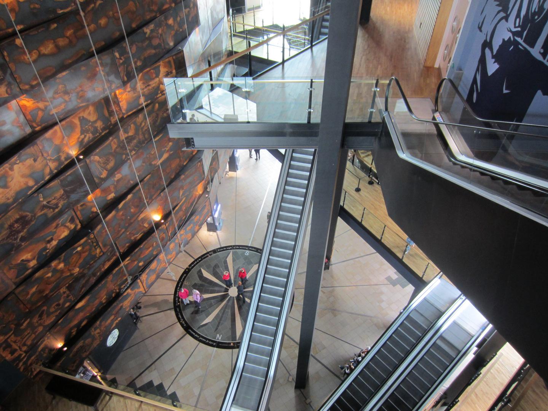 belfast titanic museum von innen foto bild europe united kingdom ireland northern. Black Bedroom Furniture Sets. Home Design Ideas