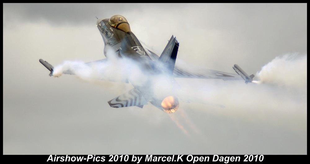 *Belgian F-16 Demo team*