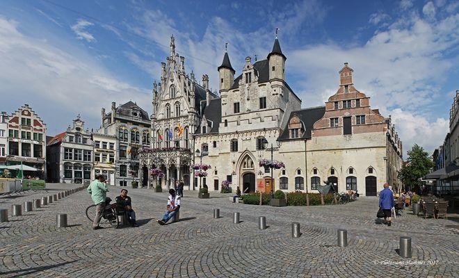 Belgien 2012 - Rathaus am großen Markt in Mechelen