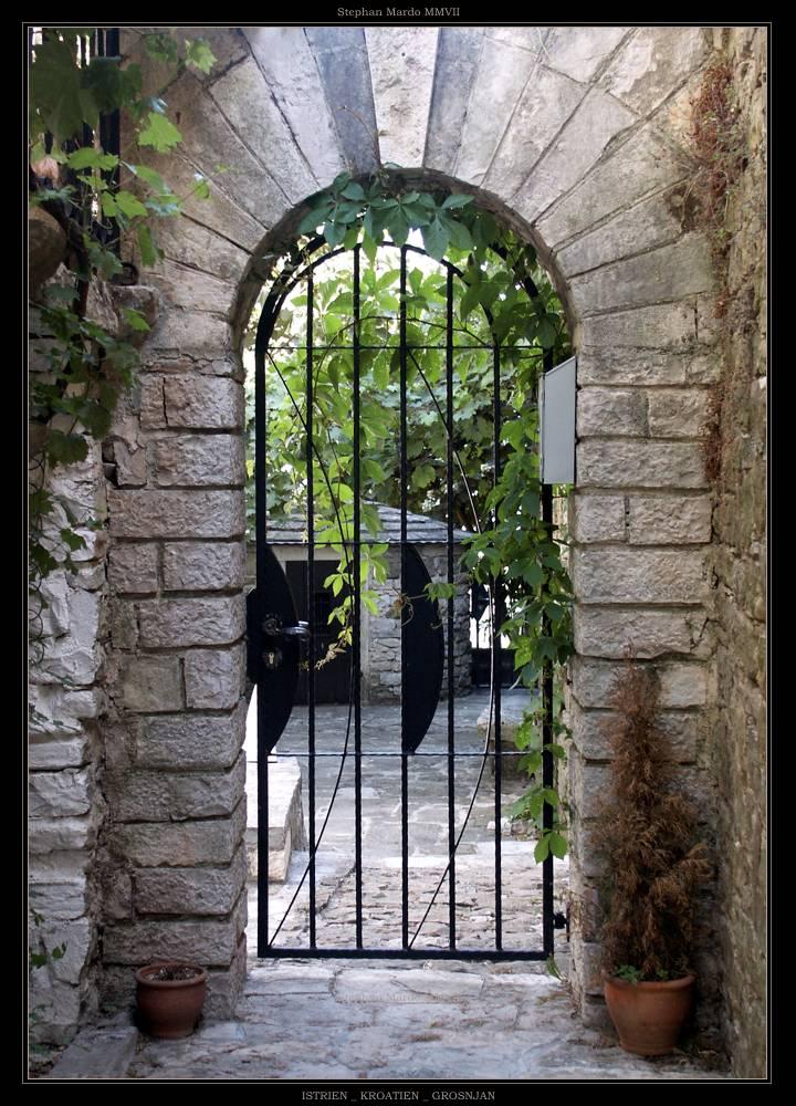 """Bella Istriana Mia: """"GROSNJAN DOOR"""""""