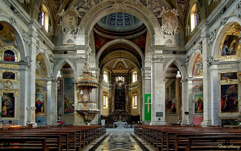 Bellinzona,- Innenasicht der katholischen Kollegiatskirche SS.Pietro e Stefano.
