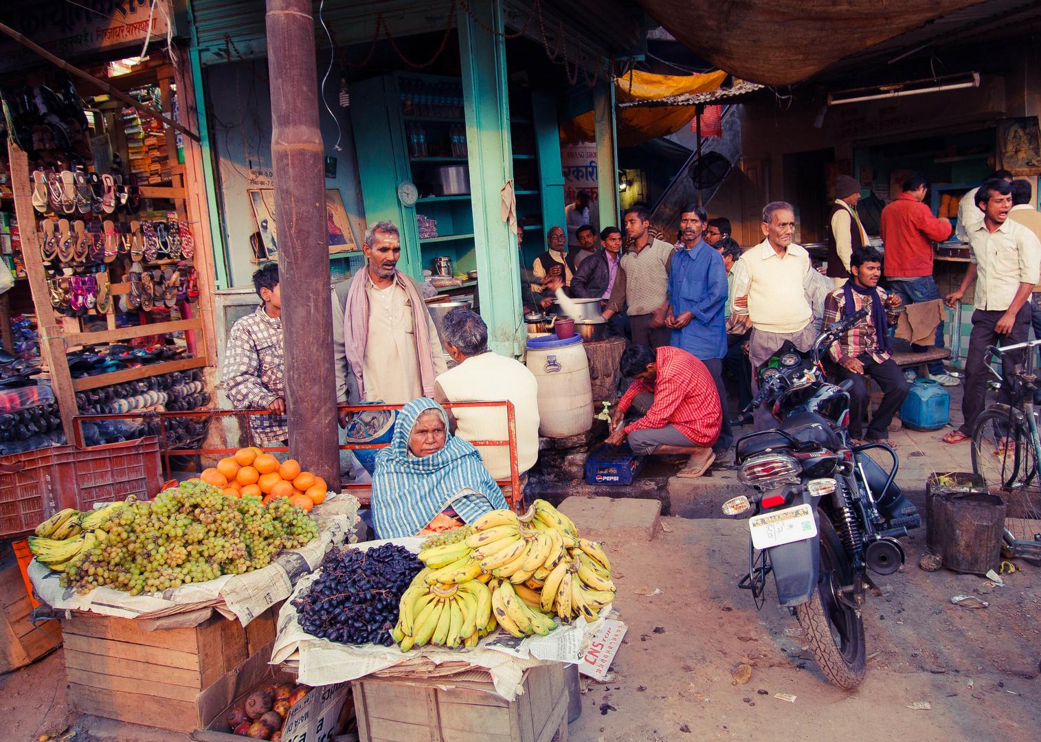 Benares street life