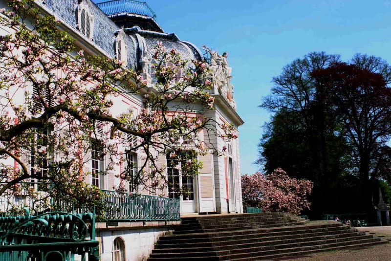 Benrather Schlossansicht im Frühling