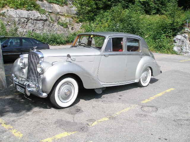 Bentley in den Alpen