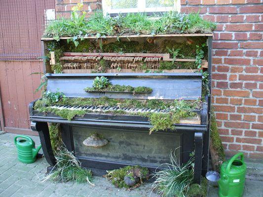 """Bepflanztes Klavier"""