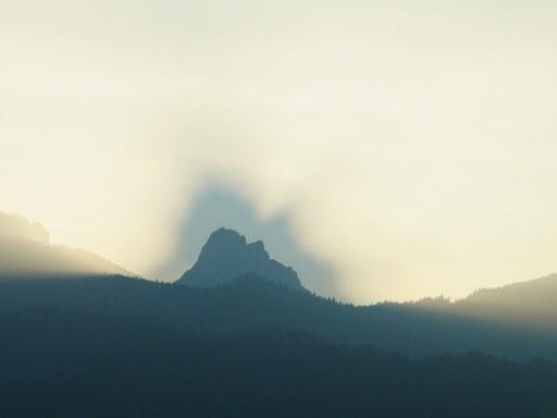 Berg mit Schleier