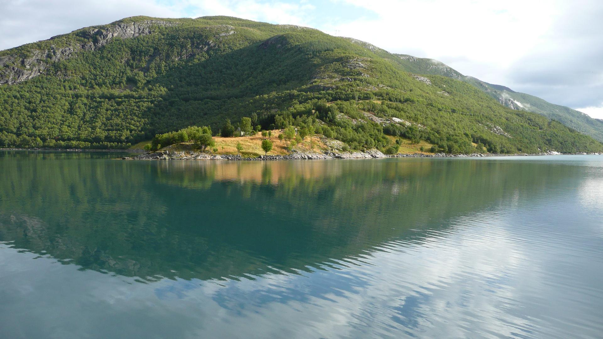 Berg- und Seelandschaft