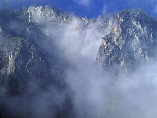Berg und Wolken