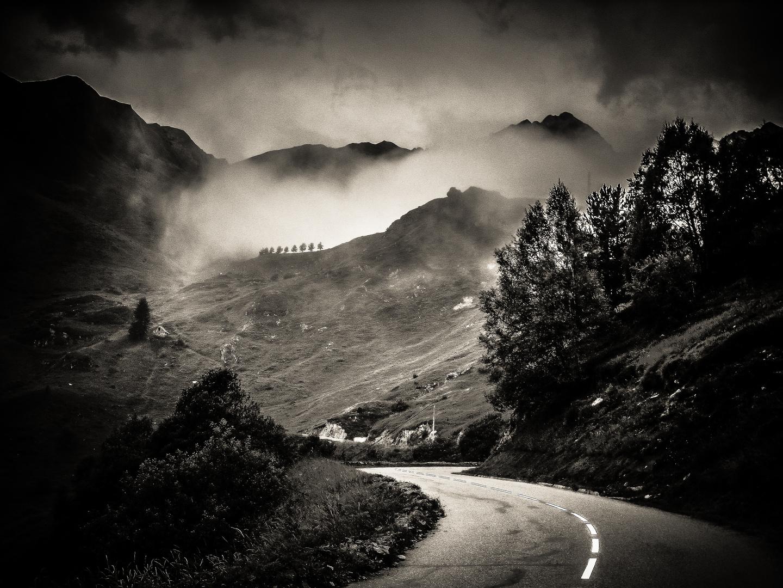 Bergauf in den Nebel