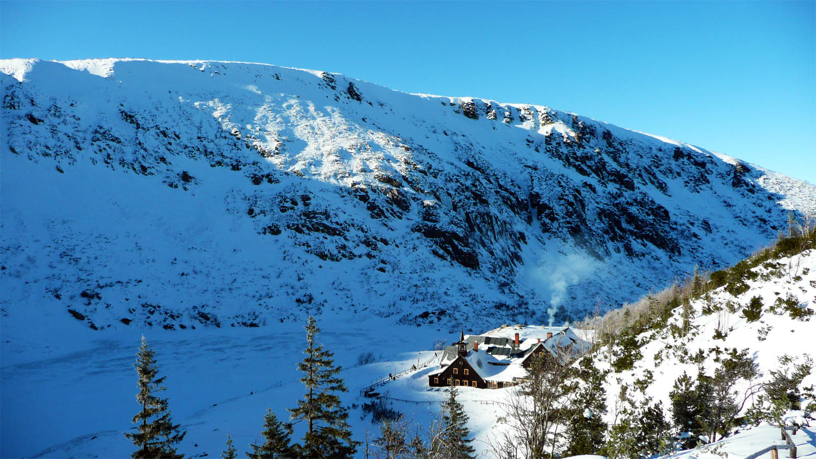 Bergbaude Samotnia am kleinen Teich im Riesengebirge