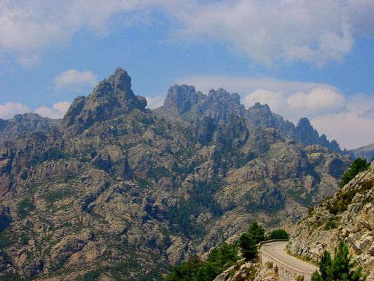 Berge bei Corte (Korsika)