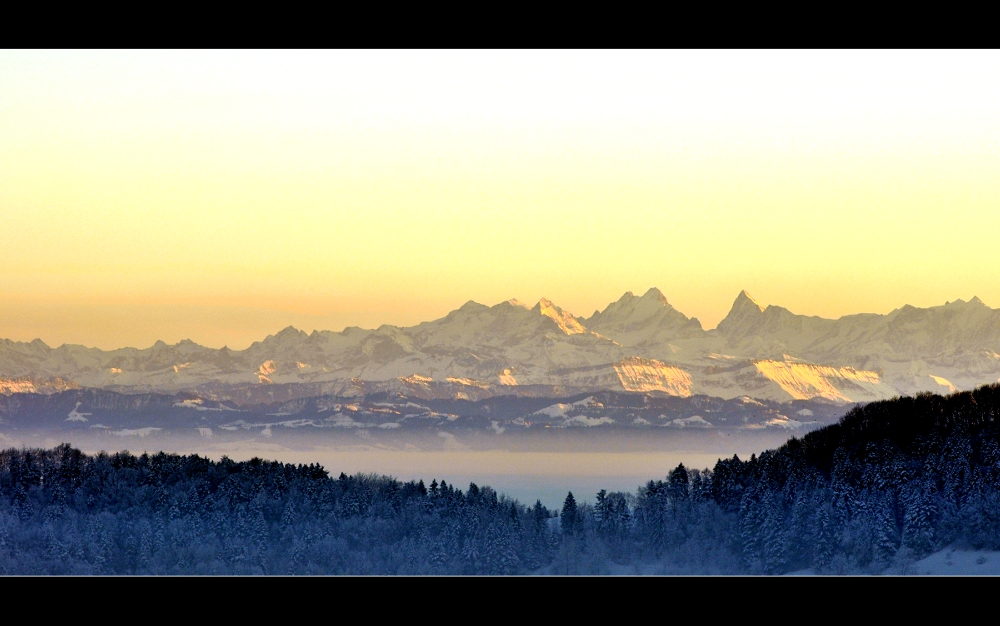 Berge und Nebelmeer