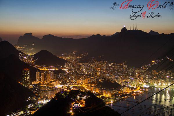 Berge von Rio de Janeiro zur blauen Stunde