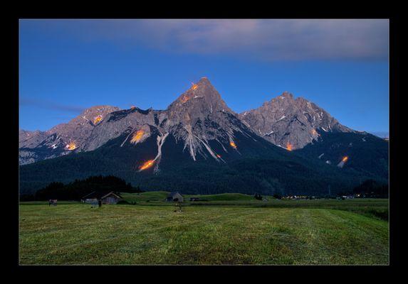 Bergfeuer Sonnenwendfest Tiroler Zugspitzarena