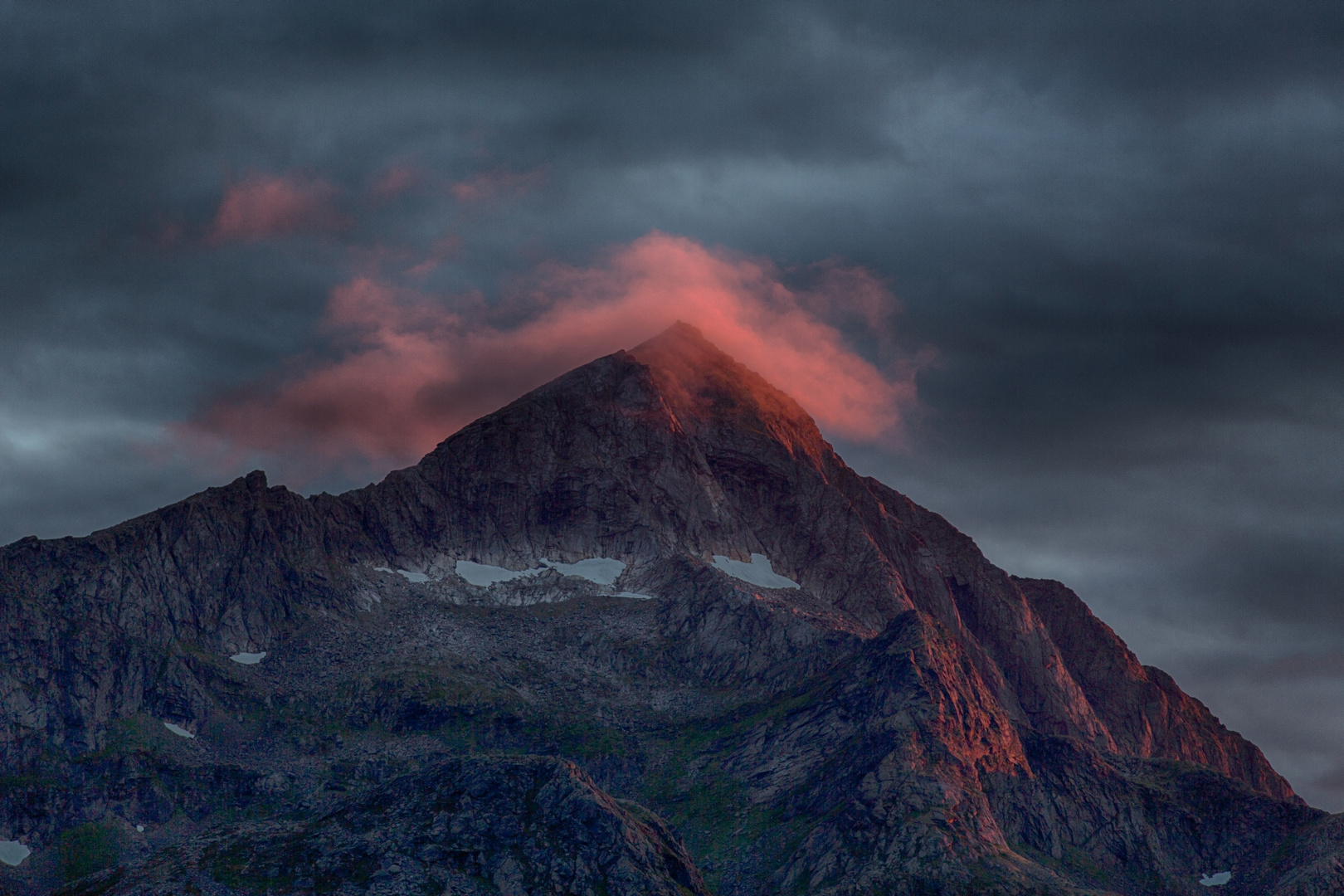 Berggipfel im Abendrot