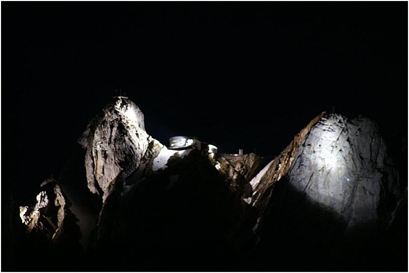 Berggipfeln im Schweinwerferlicht