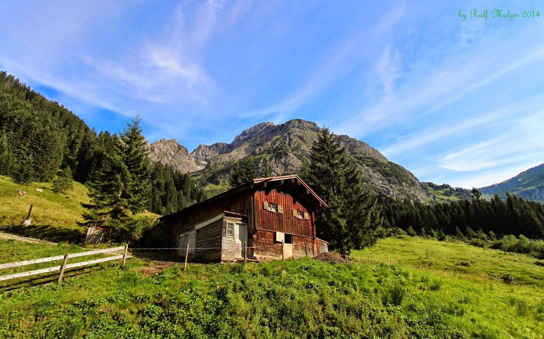 Berghütte im Bärgunttal