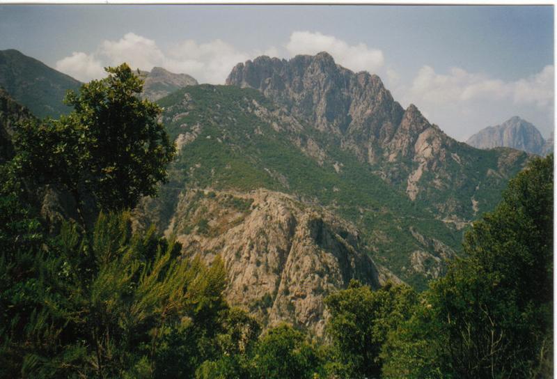 Berglandschaft-auf Korsika
